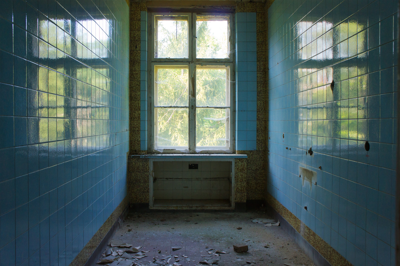 tile-windows-shades-of-silence-web
